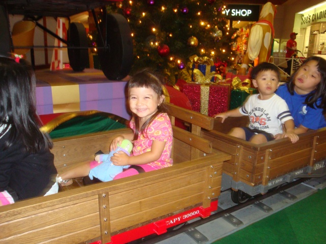 Chuck E Cheese Christmas.Christmas Shopping And Chuck E Cheese Hey That S Us In